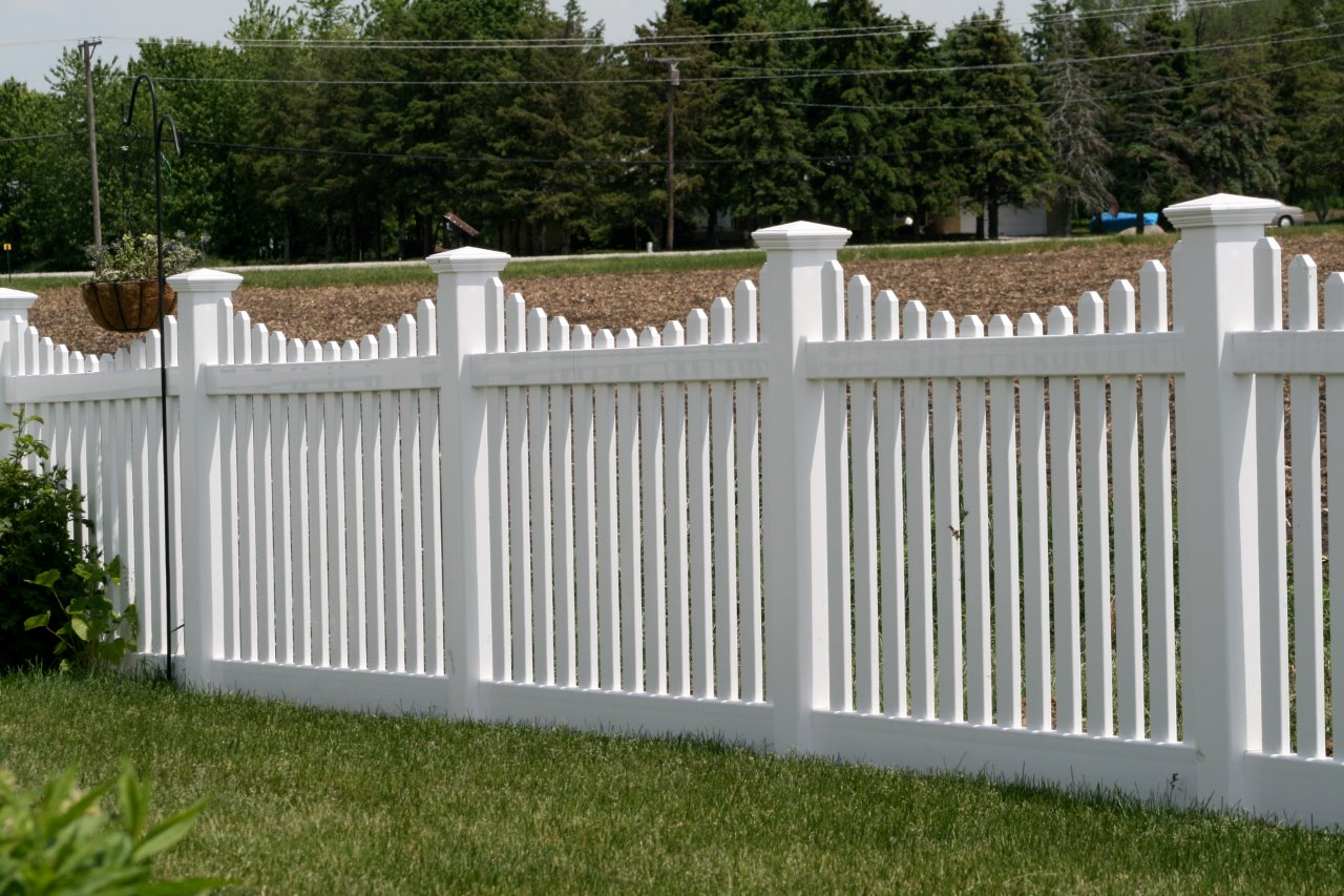 3 – Vinyl Fencing | Unlimited Fencing